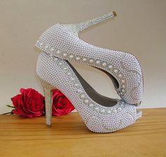 Sapatos customizados por Ornamental Acessórios.