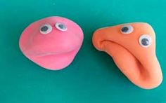 Muñecos con globos rellenos de harina