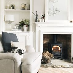 Home decored living room fireplace rugs super Ideas Victorian Living Room, Cottage Living Rooms, Living Room White, Living Room On A Budget, White Rooms, New Living Room, Home And Living, Bright Living Rooms, Woodland Living Room