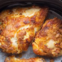 This Juicy Air Fryer Fried Chicken is a delicious and healthy spin on traditional fried chicken. Only a little bit of oil is necessary to fry this chicken in your Air Fryer. Air Fryer Fried Chicken, Air Fried Food, Air Fryer Chicken Thigh Recipe, Air Fry Chicken, Air Fryer Recipes Chicken Breast, Oven Fried Chicken Thighs, Fried Chicken Drumsticks, Air Fryer Chicken Thighs, Healthy Fried Chicken
