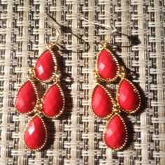 ✨BRAND NEW ✨Red & Gold Dangling Earrings brand new, never worn! perfect for a night out. color in photo is accurate. so pretty :) NOT ANTHRO Anthropologie Jewelry Earrings