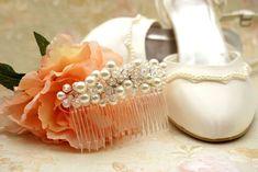 Στέφανα γάμου και αξεσουάρ για τη νύφη από το Lemonanthos Bridal. Δείτε περισσότερα στο Gamos Portal.