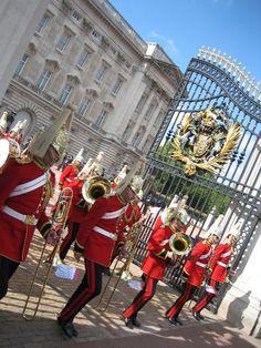 buckingham palace, london Palace London, Buckingham Palace, Travel Photos, Louvre, Travel Pictures, Louvre Doors, Travel Photography