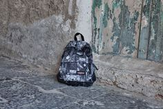 Eastpak Padded Pak'R Stop Here  Prezzo: € 50,00 Acquista online: http://www.aw-lab.com/shop/marche/eastpak/eastpak-padded-pak-r-9990033