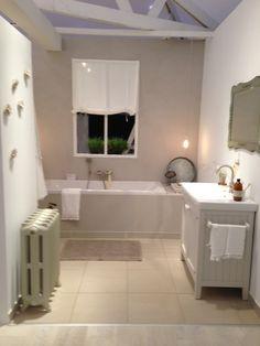 Tijdloze badkamer met kiezel douchevloer | Bathrooms | Pinterest