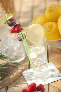 Frutta fresca, ghiaccio e limone per combattere il caldo