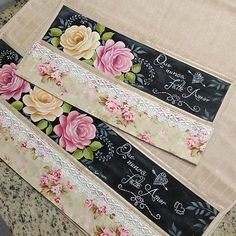 Painted Bags, Rose Art, Fabric Painting, Pattern Making, Sewing Hacks, Cardmaking, Decoupage, Diy And Crafts, Patches