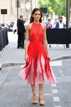 Izabel Goulart in Valentino Izabel Goulart, Valentino Men, Red, Dresses, Starwars, Image, Fashion, Stylish Dresses, Vestidos
