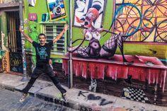Las calles de Valparaíso están llenas de colores: sus casas, sus reflejos marinos, sus grafitis... ¡a saltar!