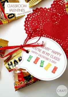 8 Cute DIY Valentine's Day Projects You Need to Try - Valentine's Day Shortcuts. 8 Cute DIY Valentine's Day Projects You Need to Try – Valentine's Day Shortcuts – Recipes Valentines Bricolage, Kinder Valentines, Valentine Day Love, Valentines Day Party, Valentine Day Crafts, Holiday Crafts, Bear Valentines, Printable Valentine, Homemade Valentines