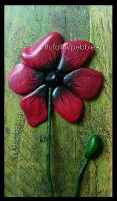 Flower: Pebble Art - Michela Bufalini-This is awesome. Pebble Painting, Pebble Art, Stone Painting, Rock Painting, Stone Crafts, Rock Crafts, Pebble Stone, Stone Art, Rock Flowers