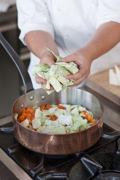 Ortaggio dell'inverno, la verza è ricca di sostanze antiossidanti. Con Sale&Pepe scopri come cucinarla per mantenere le sue proprietà nutritive.