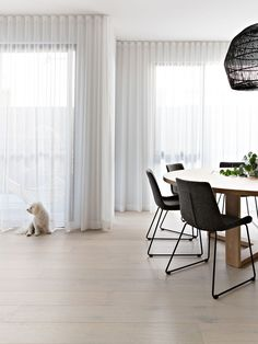 Creating a Designer Look with Sheer Curtains — Zephyr + Stone Scandi Chic, Scandi Home, Scandi Style, Curtains Living, Curtains With Blinds, Sheer Curtains Bedroom, Floor To Ceiling Curtains, Window Sheers, High Curtains