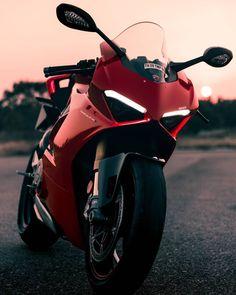 Ducati Motorbike, Yamaha Bikes, Cool Motorcycles, Moto Bike, Motorcycle Helmets, Motorcycle Types, Bike Photography, Sportbikes, Street Bikes