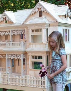 I'd love to have this dollhouse!