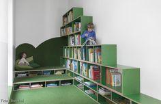 Kindergarten-Interior: die Leseecke bietet Ruhe und Ordnung! Grünes Glück für die Kleinsten – mehr Inspirationen findest du auf roomido.com #roomido