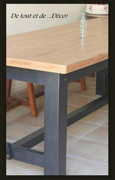 """Le plateau resté naturel vernis aquastop ultrarésistant V33 mat 3 couches Les pieds sont peints avec la peinture Libéron noir """"Queue de Pie"""" puis 2 couches du vernis"""
