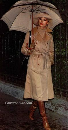 Couture Allure Vintage Fashion: Be Stylish in the Rain - Fashion Show Seventies Fashion, 70s Fashion, Vintage Fashion, Fashion History, Rain Fashion, Winter Fashion, Vintage Boots, Vintage Outfits, Celine