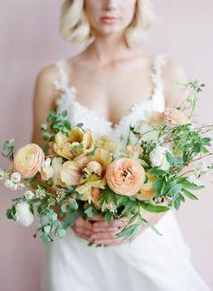 Fresh Neutral Greenery Bouquet | Heather Nan Photography | heyweddinglady.co...