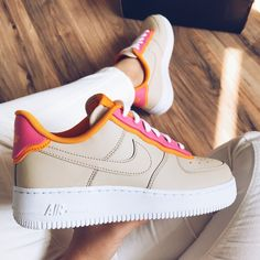 Discovered by ELISA LA PLACA. Find images and videos about fashion, shoes and nike on We Heart It - the app to get lost in what you love. Dr Shoes, Cute Nike Shoes, Cute Nikes, Cute Sneakers, Hype Shoes, Me Too Shoes, Sneakers Fashion, Fashion Shoes, Fashion Outfits