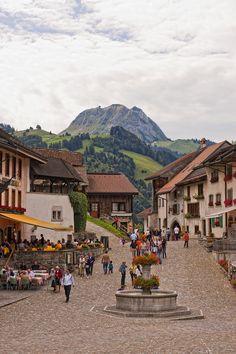 Gruyeres in Switzerland Wonderful Places, Great Places, Places To See, Beautiful Places, Places Around The World, Travel Around The World, Around The Worlds, Bósnia E Herzegovina, Berne