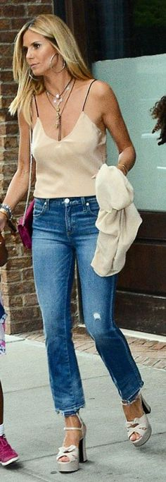 Who made Heidi Klum's blue flared jeans, red handbag, and platform nude sandals?