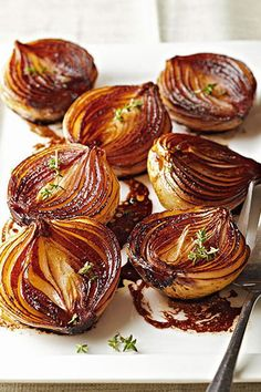 As these onion halves cook the balsamic mixture becomes syrupy and caramelizes the onions giving them a bronzed caramel color and a luscious rich flavor. The post Caramelized Balsamic Onions appeared first on Tasty Recipes. Side Dish Recipes, Vegetable Recipes, Vegetarian Recipes, Cooking Recipes, Healthy Recipes, Amish Recipes, Dutch Recipes, Onion Side Dish Recipe, Dinner Recipes