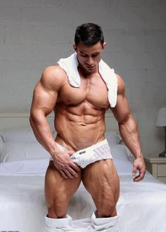 Naked bodybuilders lifting nude weights