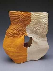 These coiled waxed linen thread vessels by California artist Ferne Jacobs . To see more of her work go to the Nancy Margolis Gallery . Textile Sculpture, Textile Art, Sculpture Art, Contemporary Baskets, Basket Crafts, Paperclay, Weaving Art, Fabric Manipulation, Fabric Art