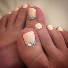 Afbeeldingsresultaat voor toe nail designs with rhinestones Elegant Nail Designs, Pedicure Designs, Nail Designs Spring, Elegant Nails, Toe Nail Designs, Pedicure Ideas, French Pedicure, Pedicure Nail Art, Toe Nail Art