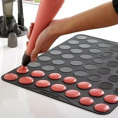 Mastrad Macaron Macaroon Silicone Baking Pastry Sheet Mat w Recipe Makes 53 * Be sure to check out this awesome product. Baking Supplies, Baking Tools, Baking Pans, Baking Gadgets, French Macaroons, Macaroon Recipes, Choux Pastry, Baking And Pastry, Baking Sheet