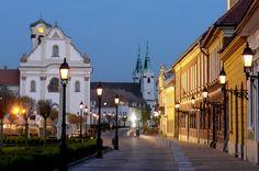 Vác. Főtér. Fotó: ArcusStúdió Budapest Hungary, Street View, Explore, Mansions, House Styles, Beautiful, Home, Buildings, Group