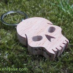Porte-clés crâne / tête de mort pirate 2 en chantournage