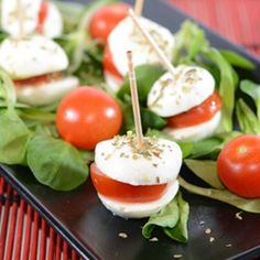 Minihamburger pomo-mozzarella #italianfood #recipes #fingerfood