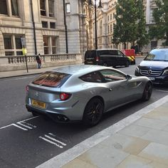 A bit of car spotting whilst I was out in London! Amazing #ferrari #FF #supercar #italian #v12 #carspotting #london #student #hasanrasib #hasanrasibdesign http://butimag.com/ipost/1554364331852261308/?code=BWSNh_bl2e8