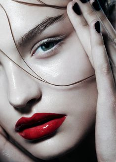 Wet skin, wet hair, wet lips. Nom nom nom.  Roosmarijn de Kok by Hannah Khymych for Playing Fashion