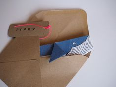faire-part-origami-baleine-01 Diy Invitation, Invitations, Kirigami, Quilling, Rollin Stones, Paper Crafts Origami, Clever Design, Love Cards, Baby Love