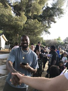 my friend met kanye today rt for good luck - Online Pins Kanye West Pablo, Rapper Jewelry, Rapper Art, Good Luck, Yeezy, Rage, My Friend, Guys, People