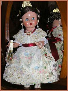 Muñeca antigua MARIQUITA PÉREZ (de fallera) | Vintage Fallera doll from Valencia, Spain