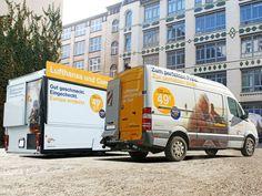 """Für eine Kampagne der Lufthansa wurden ein Spezialanhänger sowie ein MB Sprinter vollflächig in 3D-Hochleistungsfolien """"verpackt""""."""