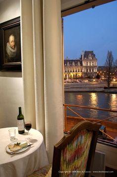 4th Arrondissement Ile de la cite $1400/wk INCREDIBLE View on Seine River and Hotel de Ville