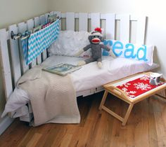 Not happy with any of the average everyday toddler beds you see? Here are 10 great ideas on how to make your own DIY Toddler Beds. Pallet Crafts, Diy Pallet Projects, Home Projects, Pallet Ideas, Diy Crafts, Palette Projects, Crafty Projects, Garden Projects, Garden Ideas