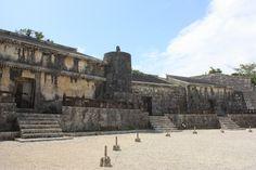 【沖縄おすすめ情報】 玉陵(たまうどぅん) かつて板ぶきだった王城を模している石造建造物