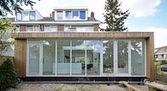 Have a wood extension installed at a competitive price . Style At Home, Rotterdam, House With Porch, Living Styles, House Extensions, Home Reno, Art Deco Design, Interior And Exterior, Building A House