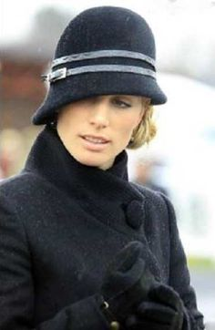 Zara Phillips at the 2010 Racecourse of Cheltenham for the Golden Cup