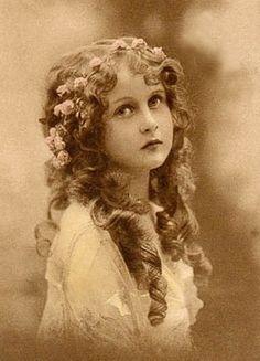 Lovely girl %%%%......http://www.pinterest.com/isabelleisabo/image-pour-transfert/