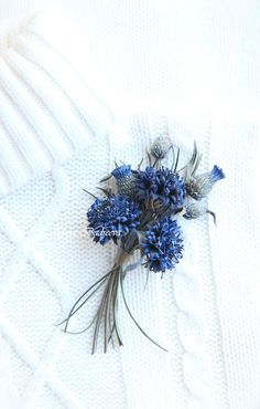 Diy Ribbon Flowers, Fabric Flowers, Blue Flowers, Brooches Handmade, Handmade Flowers, Leather Flowers, Clothing Hacks, Artificial Flowers, Leather Craft