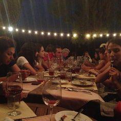 Toda la banda productora de vino en el Mogor