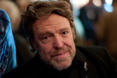 Internet pioneer John Perry Barlow died this morning, according to a statement made by the Electronic Frontier Foundation . Barlow co found. John Perry Barlow, Electronic Frontier Foundation, Online Social Networks, George Condo, Sean Lennon, Peter Beard, Bob Weir, Freedom Of The Press, Three Daughters