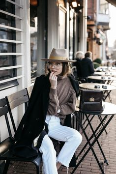 37 Ideas Hat Fashion Editorial Style For 2019 New Fashion, Trendy Fashion, Fashion Art, Fashion Outfits, Street Fashion Shoot, Sneakers Fashion, Fedora Fashion, Denim Outfits, Berlin Fashion